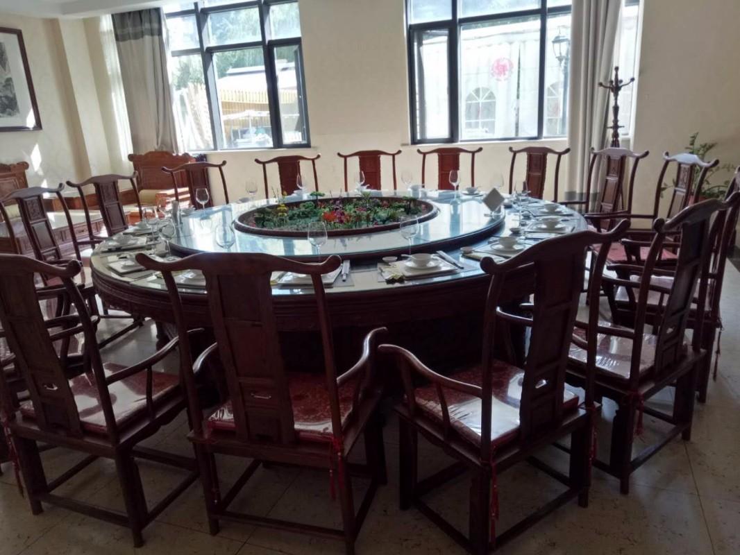 济南饭店设备:各种灶台回收,厨具,餐厅桌椅回收,快餐车,糕点设备等